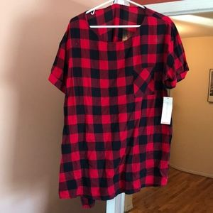 XL maternity shirt. Could also pass for shirt.